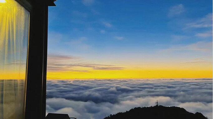 四川牛背山云瀑颜值爆表 云端上的天空之城